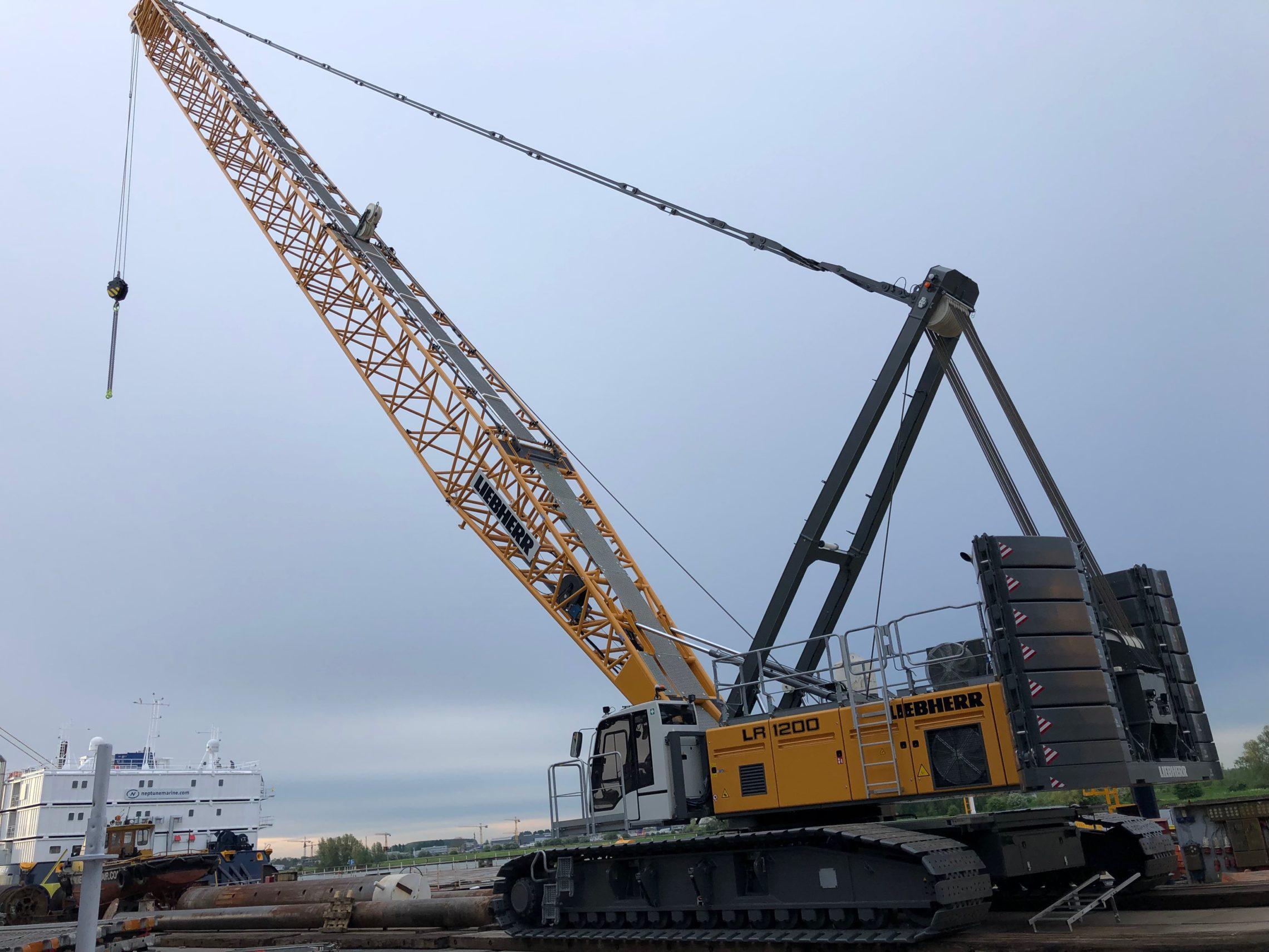 Liebherr LR 1200 crawler crane - Landfall